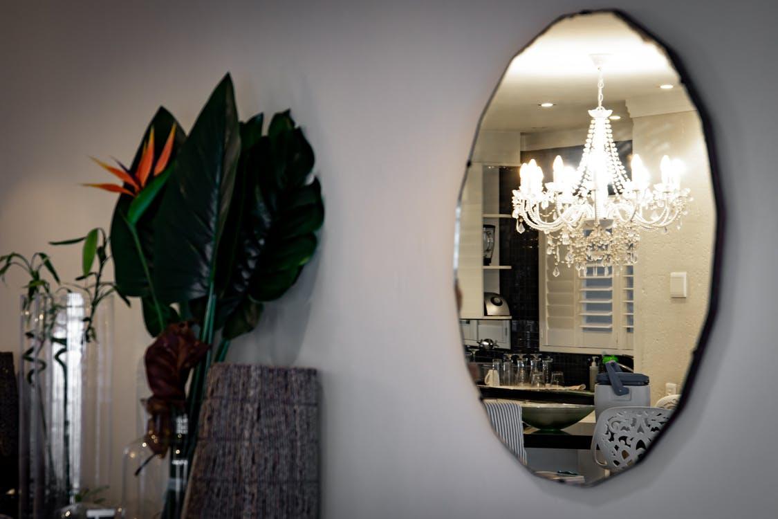 Miroir Salle De Sejour zoom sur le miroir mural objet déco et fonctionnel - zone led