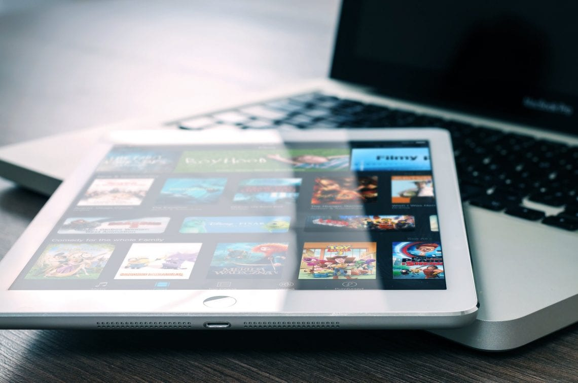 Consultez cet article pour découvrir comment Netflix envoie des séries TV et des films sur votre écran en passant par le réseau de votre FAI.