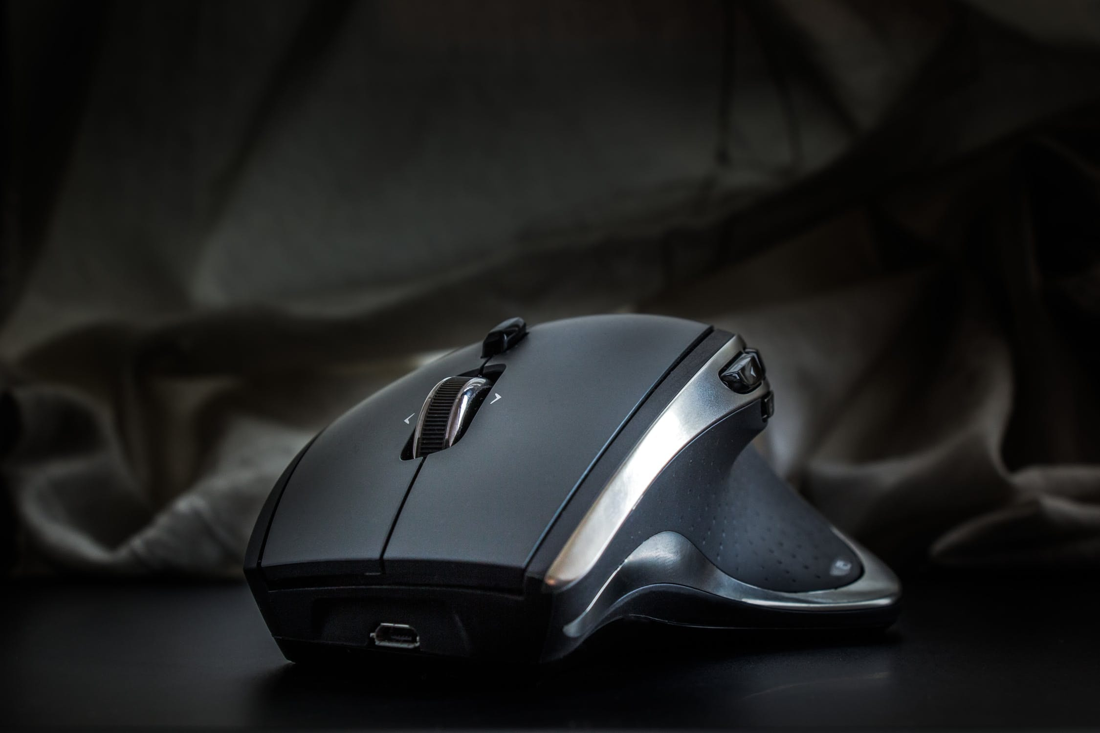 USB con/çue en Allemagne capteur optique Owl-Eye haute pr/écision de 100 /à 12.000 DPI gris /éclairage LED RGB avec illumination AIMO ROCCAT Kone AIMO Souris Gaming 23 boutons programmables